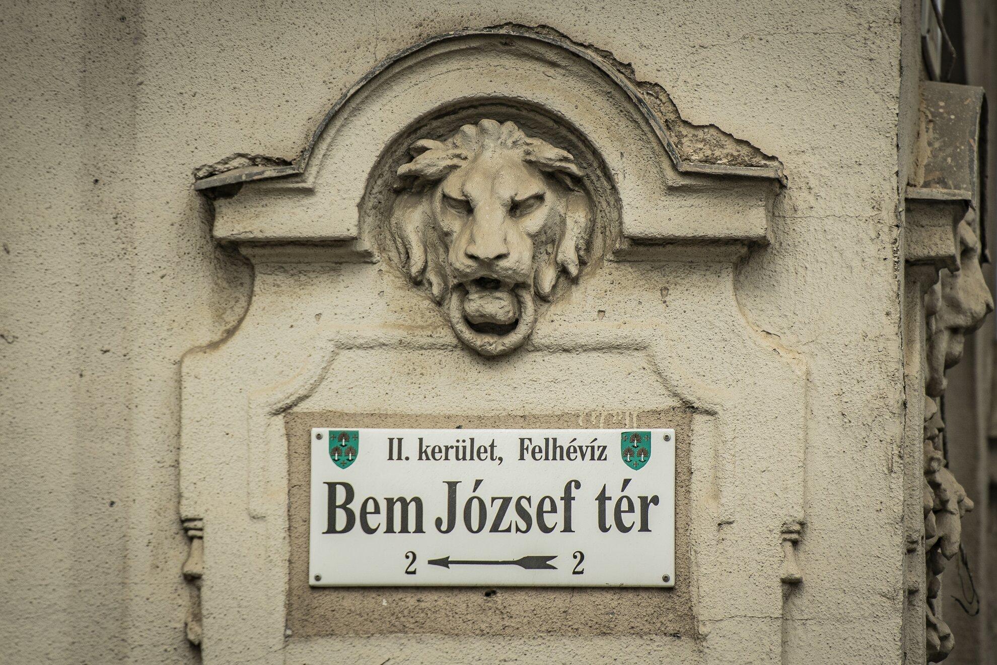 A rómaiak, a Gestapo, az ápolónőnek álló Fedák Sári és a Nemzeti dalt szavaló Sinkovits Imre – A Bem József té…
