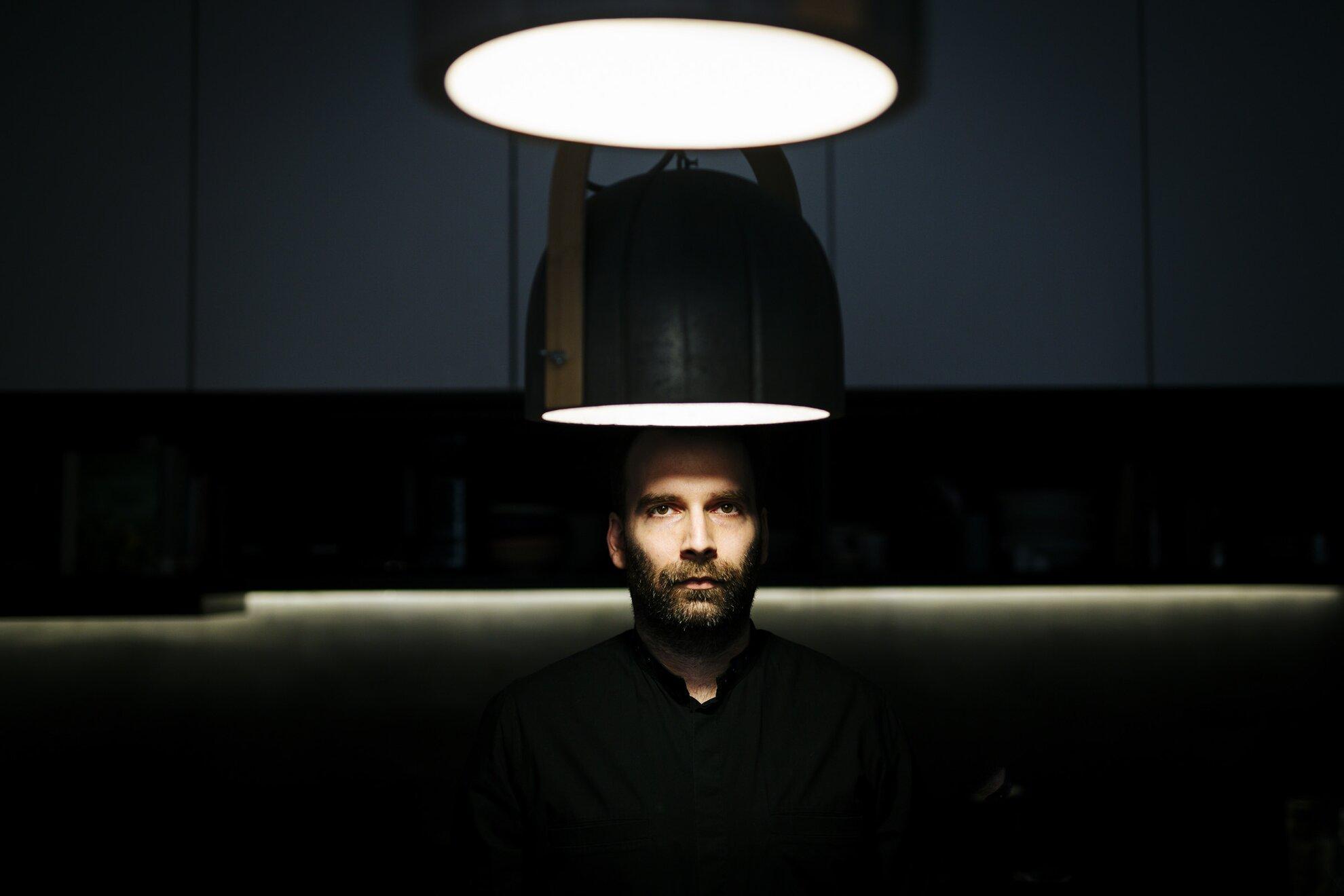 """""""Inkább zárkózott alkat vagyok, sok befelé figyeléssel"""" – interjú Álmos Gergellyel (mïus)"""