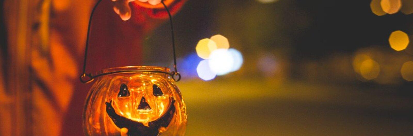 A legborzongatóbb programok Halloween éjszakájára: a mozimaratontól a véradáson át az állatkerti rémsétáig