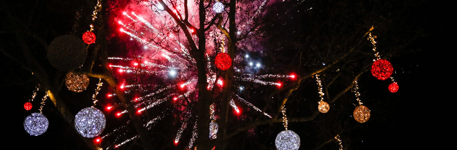 Food, music, hiking and cheer: 5 ways to celebrate NYE on- and offline