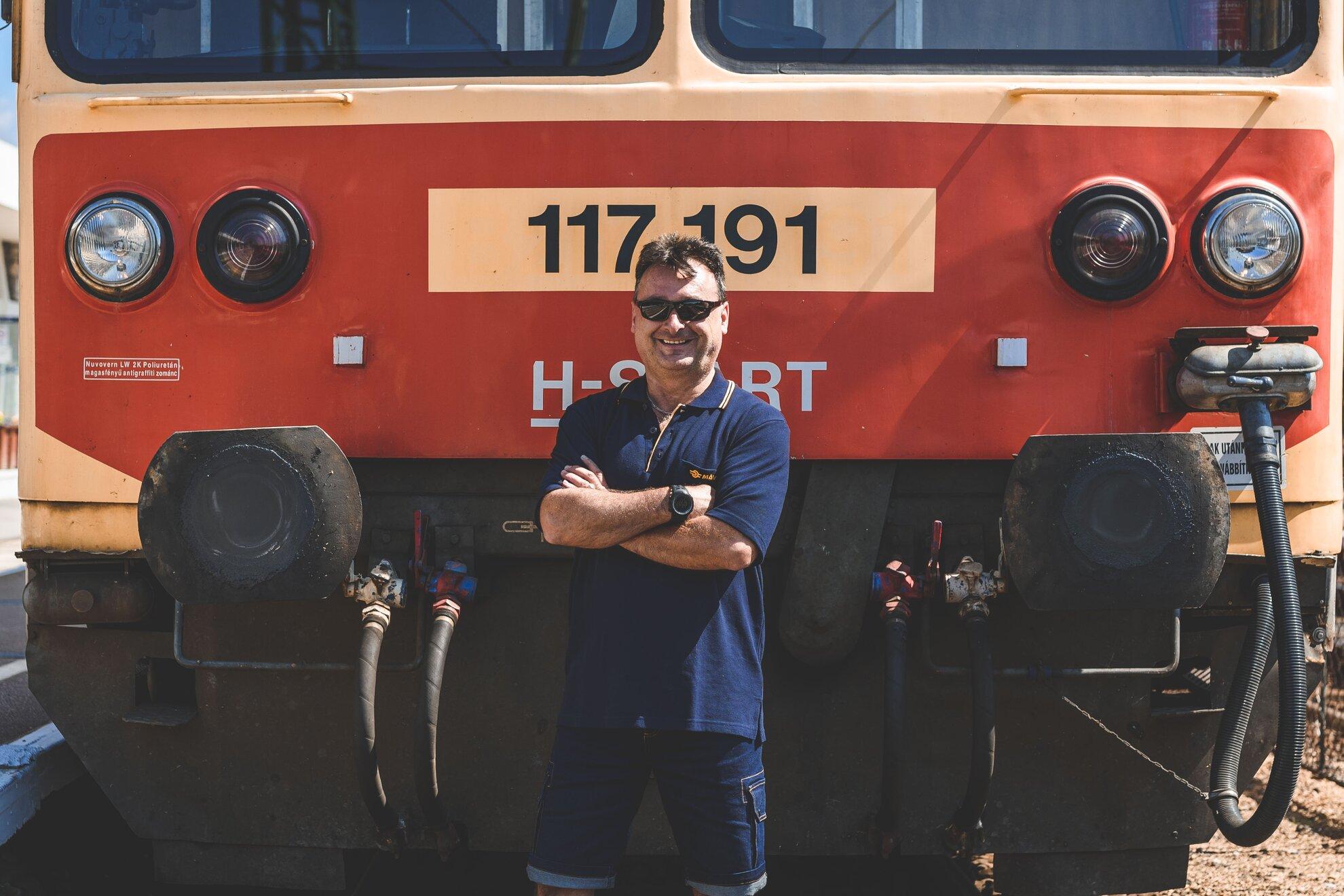 Az ország legszebb helyén dolgozom, de a strandra nem jutok le – Milyen egy mozdonyvezető élete?