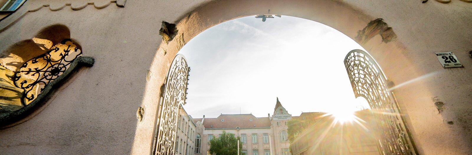Szerencsések, akiknek itt csöngetnek be – Budapest legszebb iskolái I.