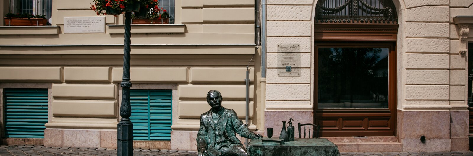 9 unique statues of 9 unique people in Budapest