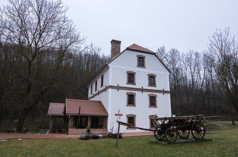 Pálos Mill