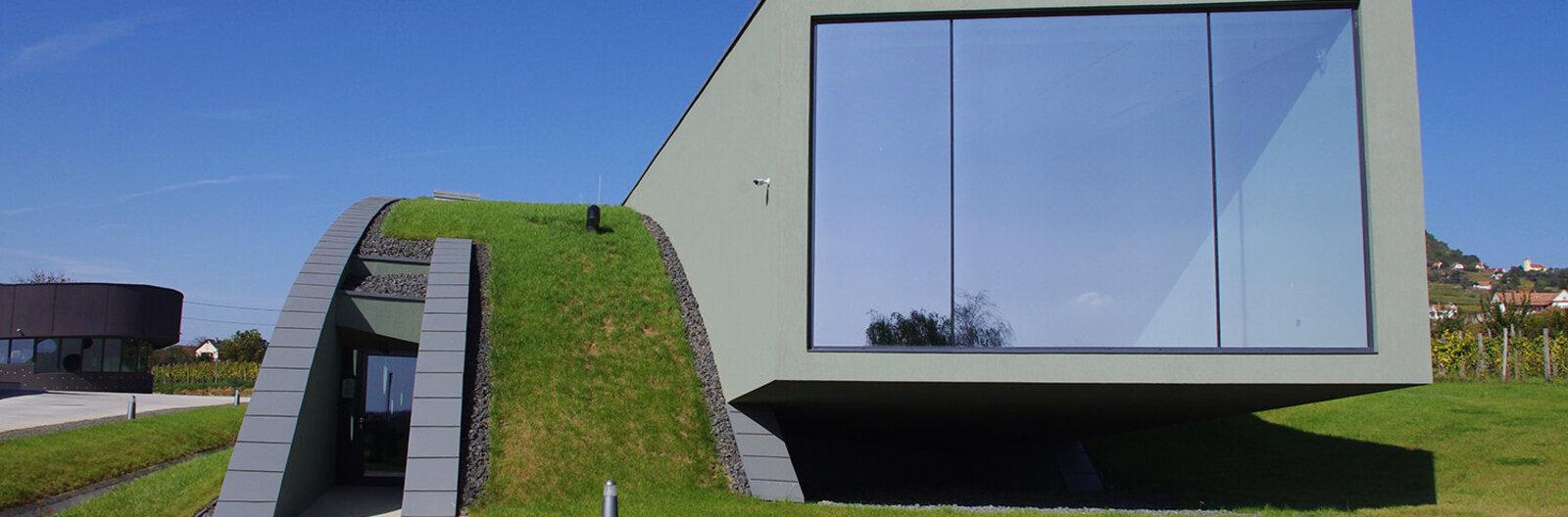 Három tanúhegy - három modern épület