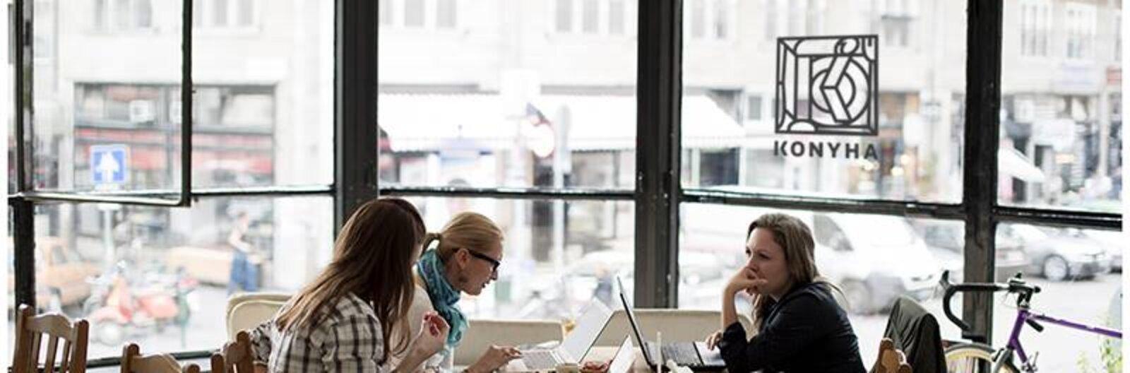 Laptoppal a belvárosban – 7 hangulatos hely tanuláshoz
