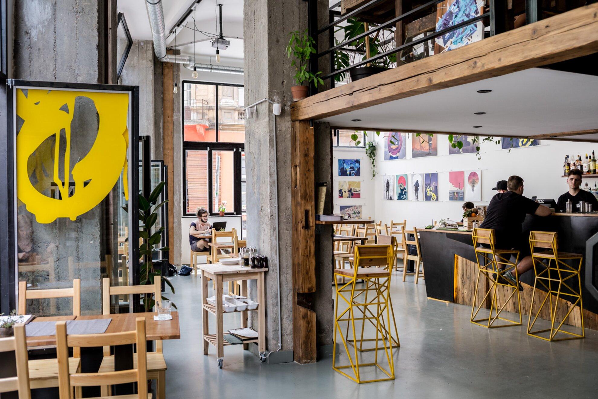 Typo Bar Birthday és Drez kiállításmegnyitó