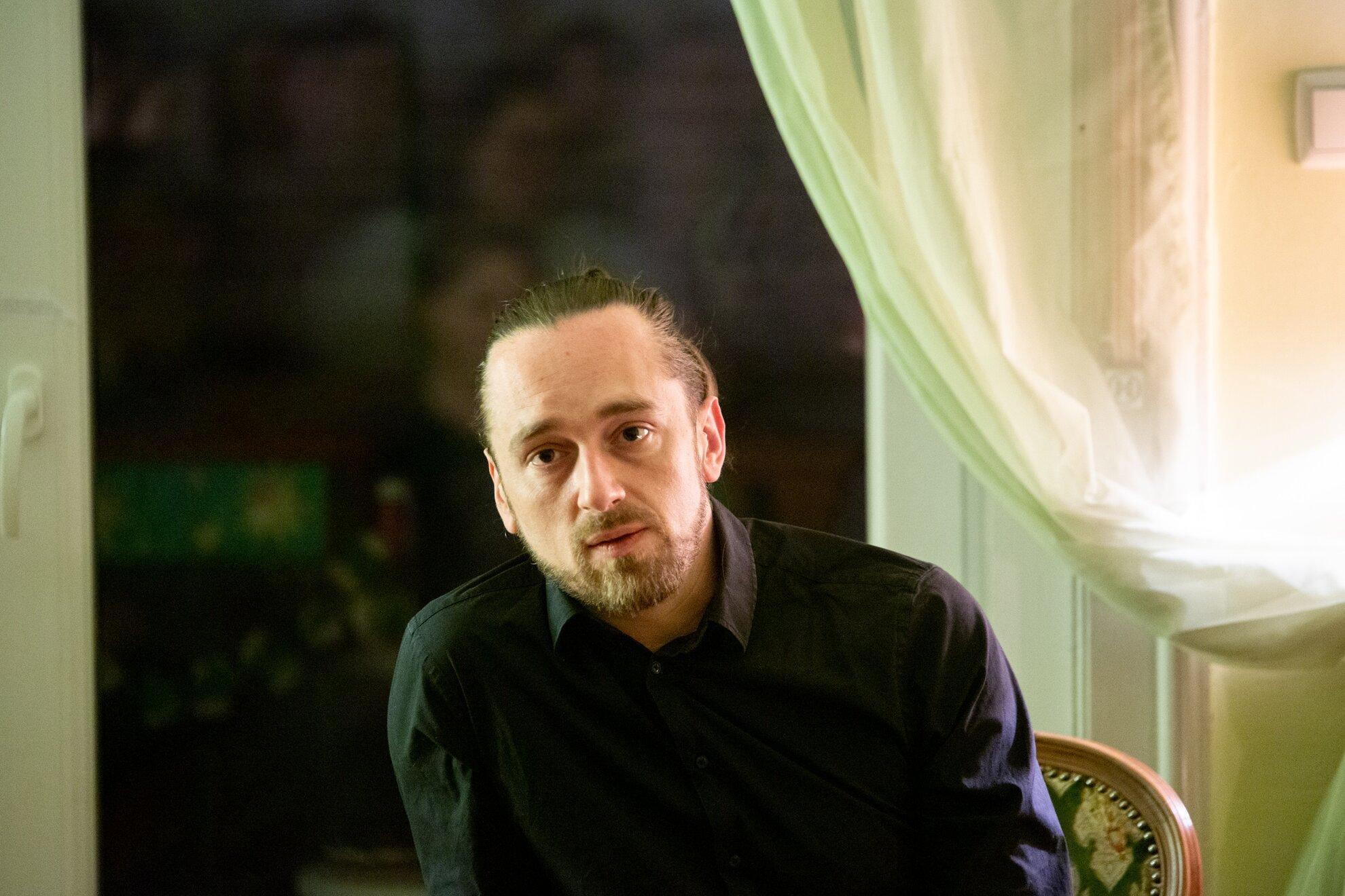 Société Könyvklub - Petri György költészetéről Simon Mártonnal