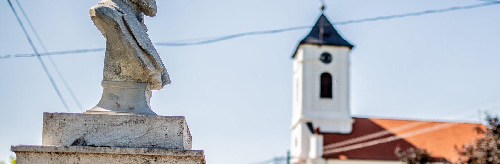 Az első Kossuth-szobortól az amerikai bombázókig – 8 balatoni szobor története
