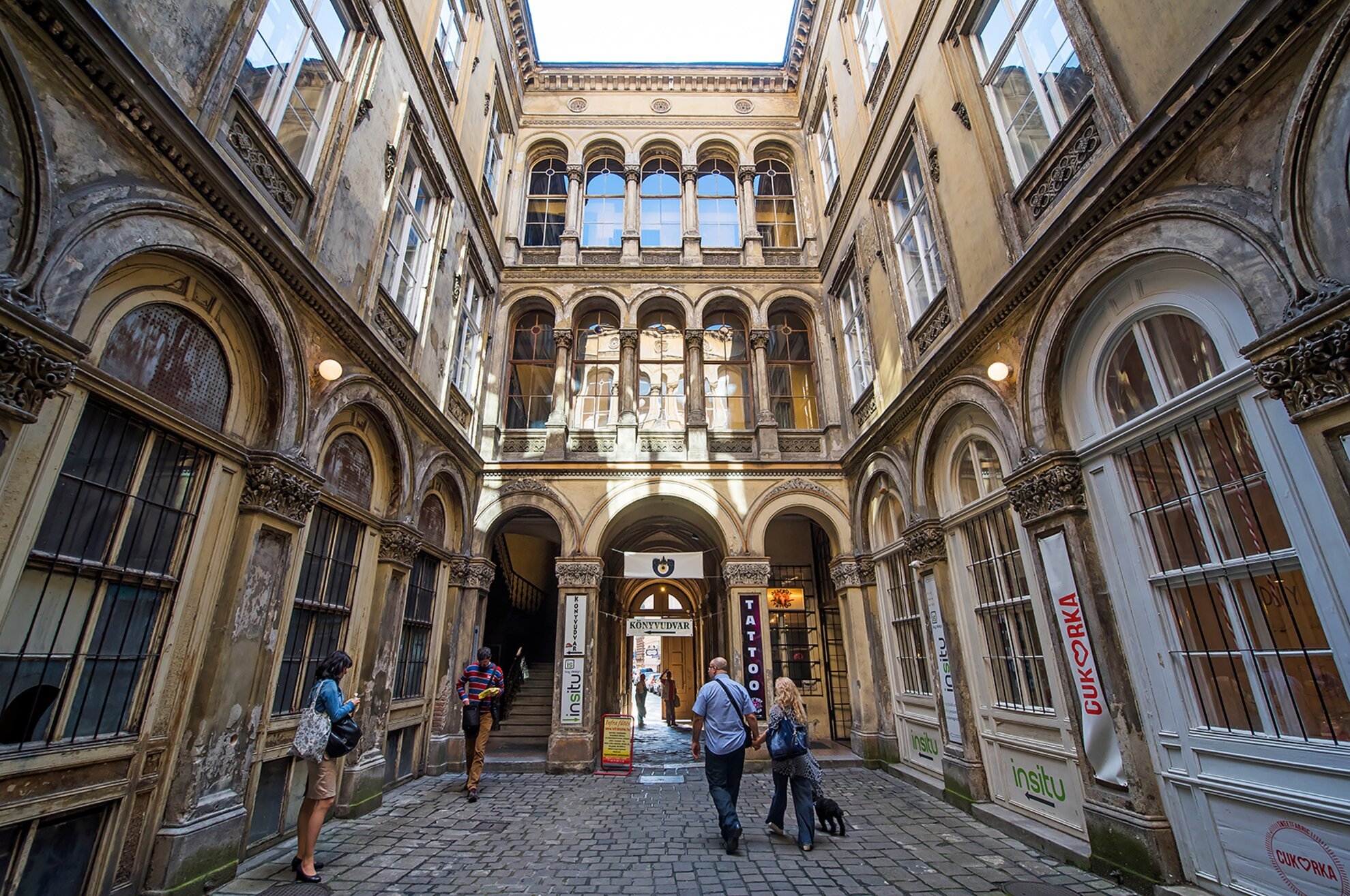 Budapest city walks: Secret urban passageways