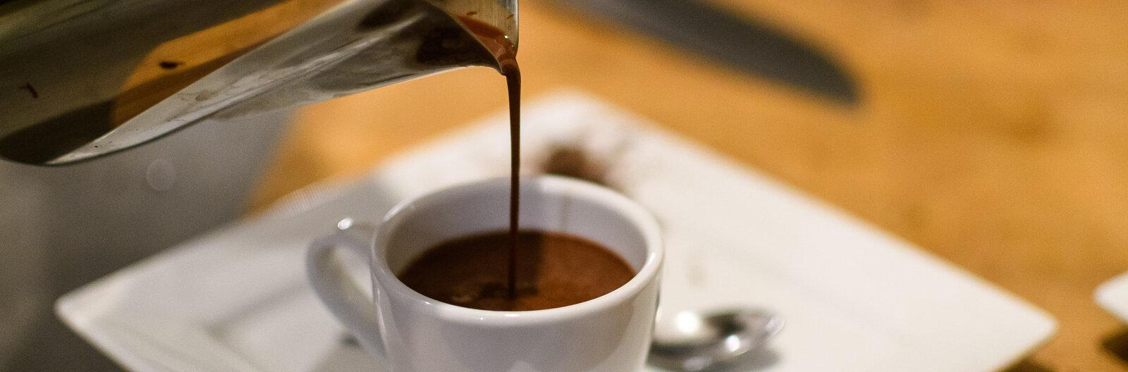 10 balatoni hely, ha jó kávét keresel