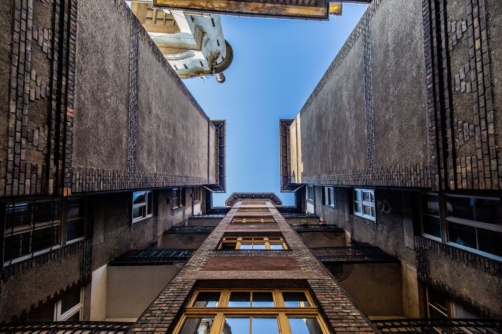 10. Budapest100