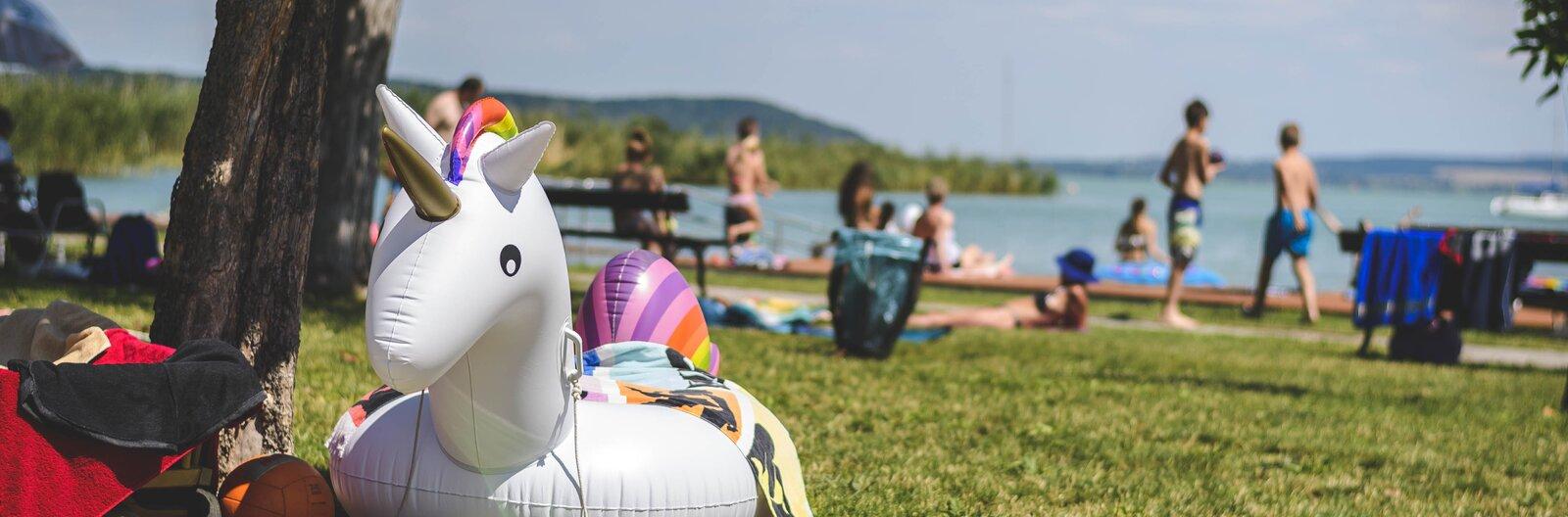 Matrac, lángos, strandröpi: 10 top minősítésű strand a nyárvégi hétvégékre