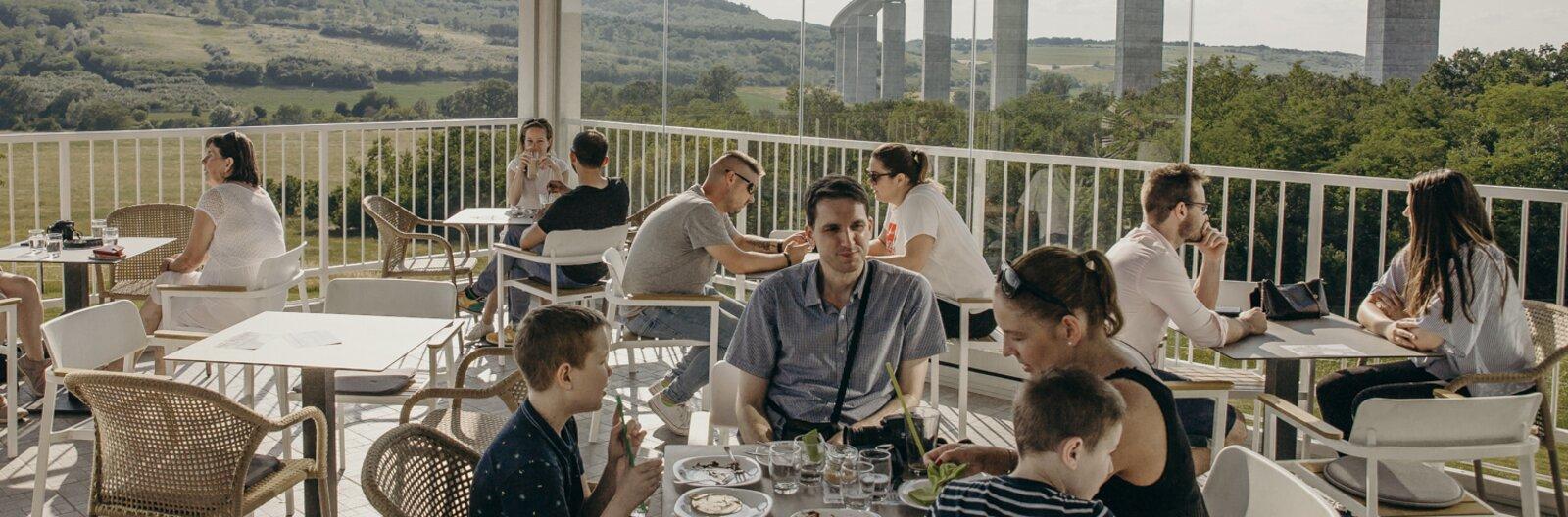 Éttermet kapott a vendégház és az arborétum is – Megújult vendéglátóhelyek a Balatonnál