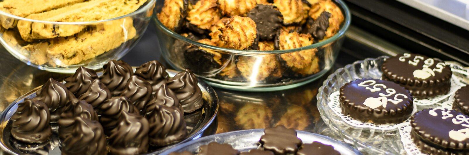 A somlóitól a mentes tortáig: 10 cukrászda, ahonnan elhozhatjuk a kedvenc sütinket