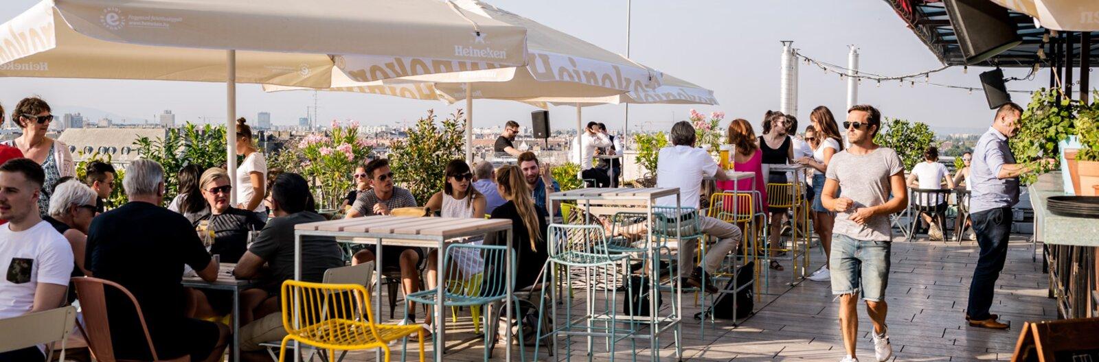 Ezekből a rooftop bárokból nézhetsz le Budapestre már ezen a héten!