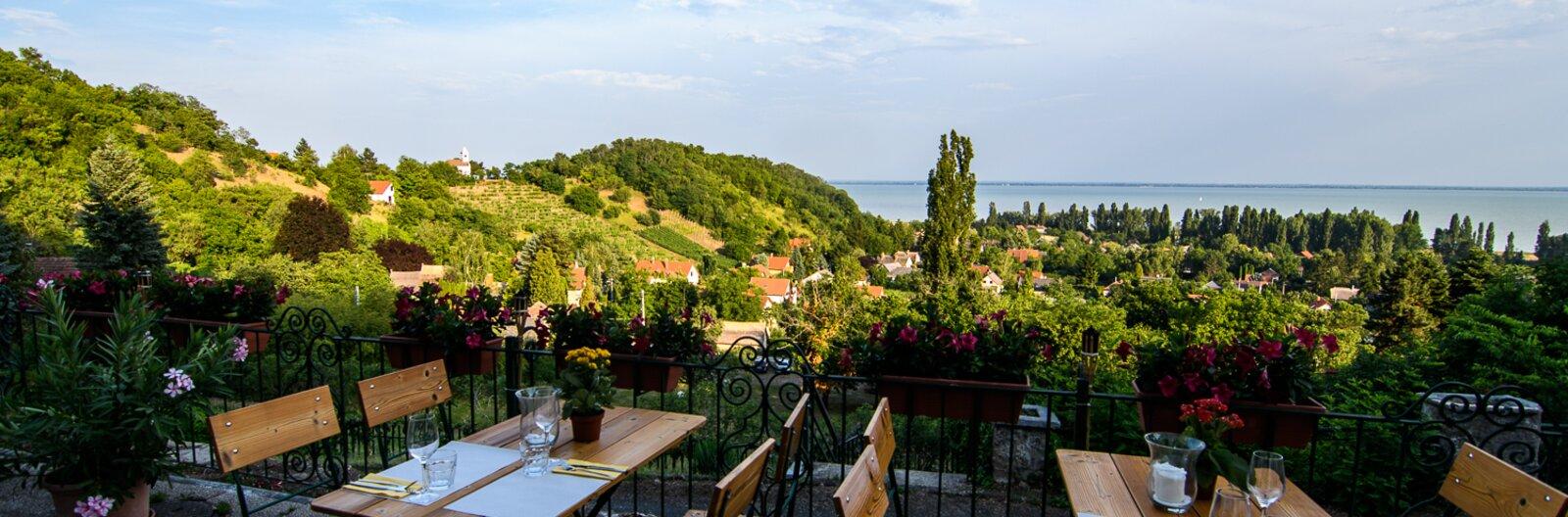 Mesebeli szállás, különleges éttermek, aktív és kevésbé aktív programok a Balaton partján, SZÉP-kártyával