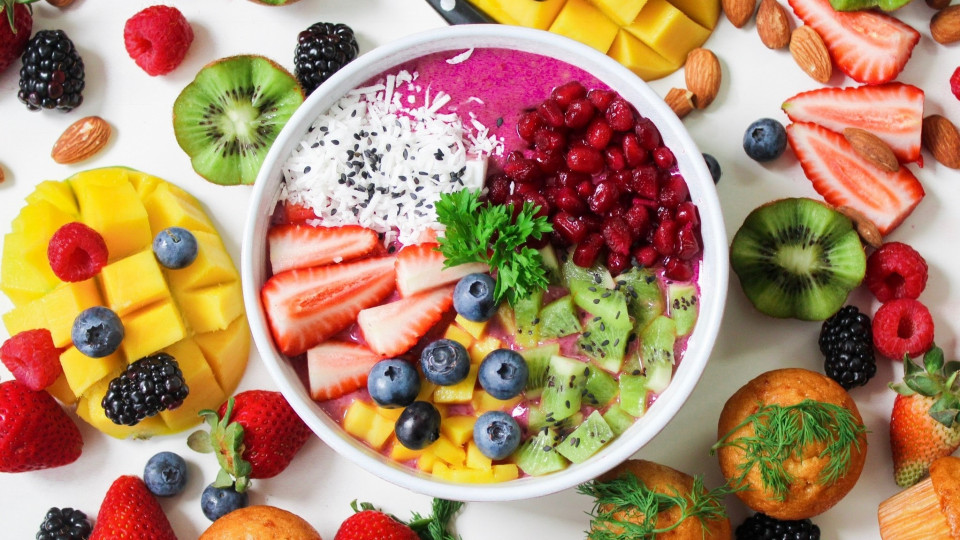 """The Pros and Cons of a """"Raw Foods"""" Diet"""