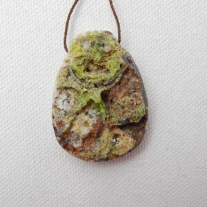 Water Drop Natural Stone Pyromorphite Side Drilled Pendant 40x29x10mm 19.6g Fashion Jewelry Accessories