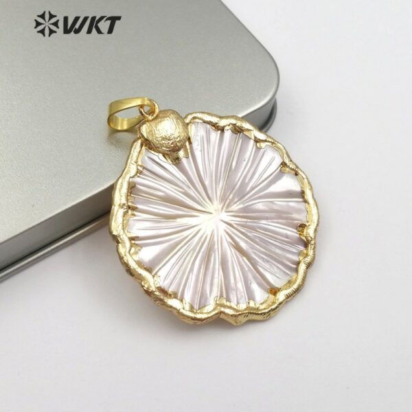 WT-JP097 Natural Sea Shell Flower Pendant With Golden Border Cute And Romantic Female Flower Pendant Jewelry