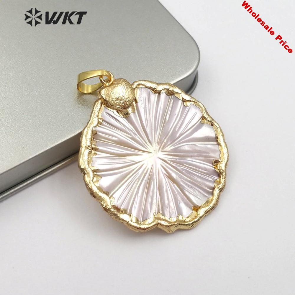 44a99996-44a99996-wt-jp097-natural-sea-shell-flower-pendant-with-golden-border-cute-and-romantic-female-flower-pendant..jpg