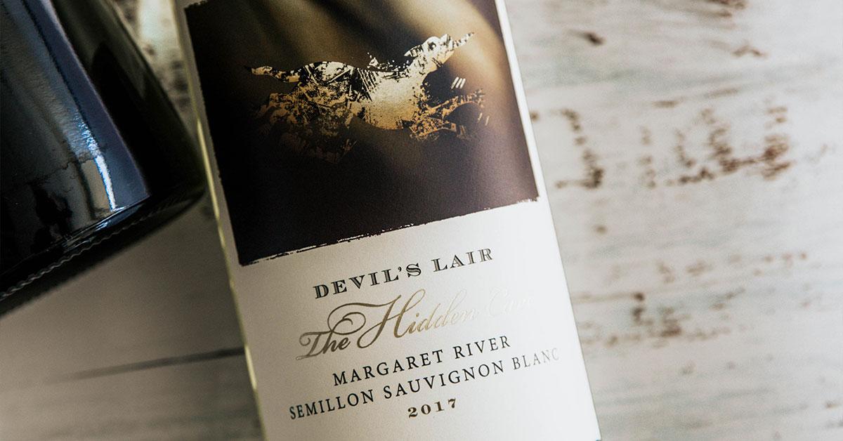【4 月號 品迷月訂酒】澳洲白蘇維濃的純淨清香 - 惡魔巢穴窖藏榭密雍白蘇維濃白酒