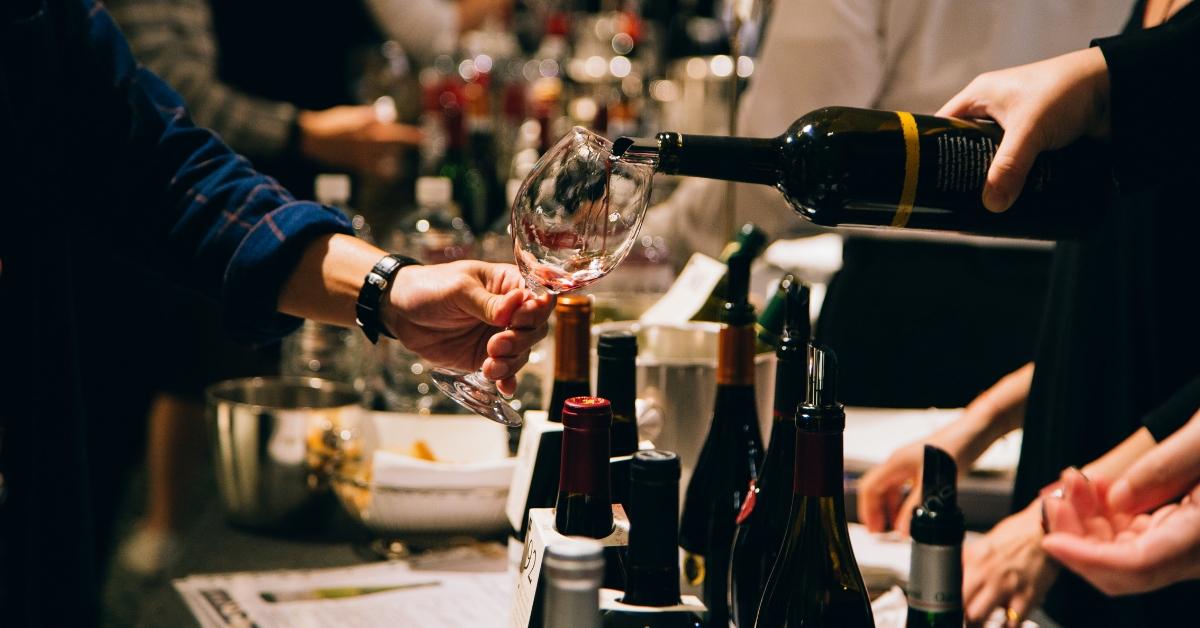 酒展裡的品酒訣竅,留心五個小動作讓你看起來超專業!