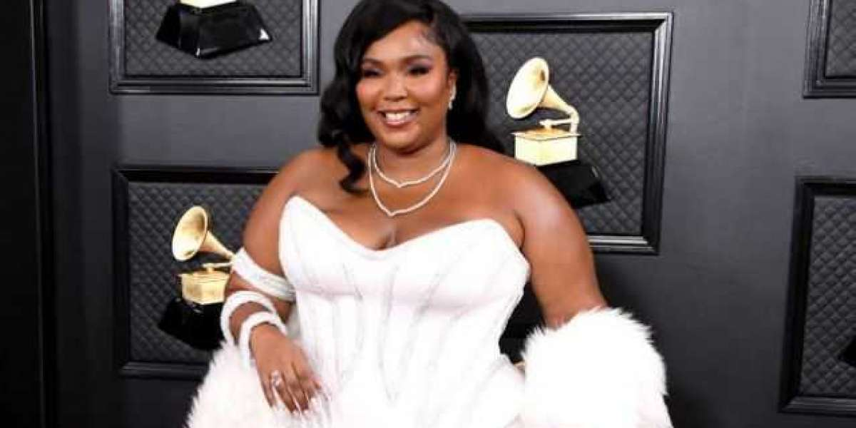 """Lizzo Poses Naked as She Encourages Voters to """"Stay in Line"""" and """"Stay Determined"""""""