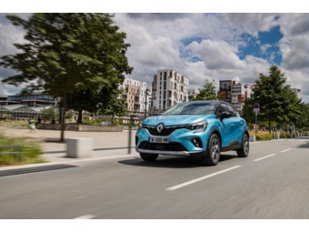 2020 - New Renault CAPTUR E-TECH Plug-in tests drive