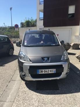 Voiture adaptée à louer : Peugeot Partner
