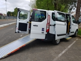 Behindertengerechtes Fahrzeug zu vermieten: Ford Transit L1H1