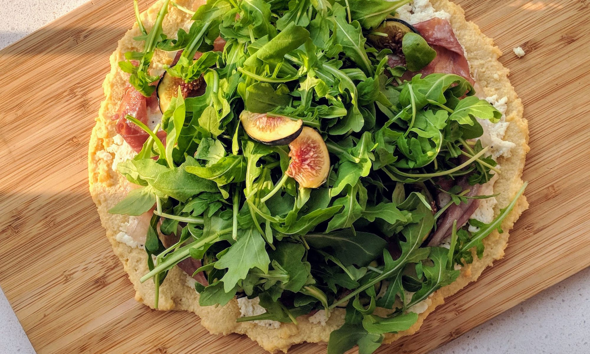 grain free fig prosciutto pizza