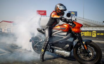 Harley-davidson Livewire Motorcycle Sets New World Records At Ev Racing Exhibition