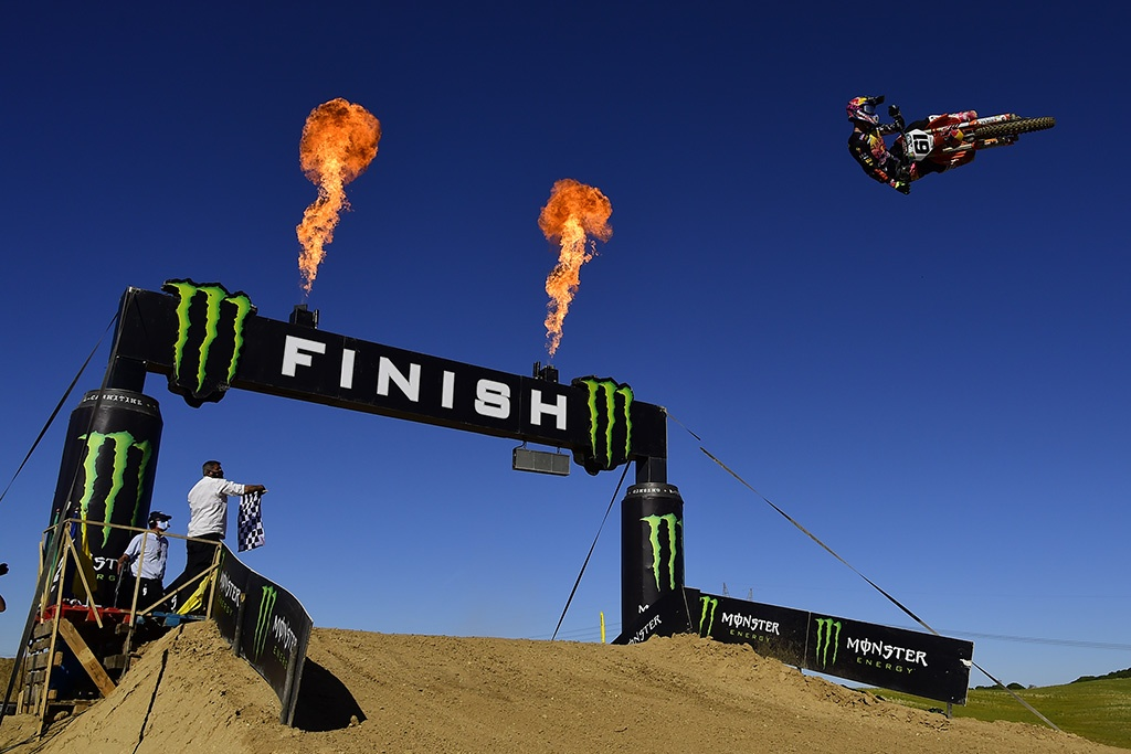 Prado And Vialle The Heroes In Arroyomolinos As They Win The Mxgp Of Spain 01