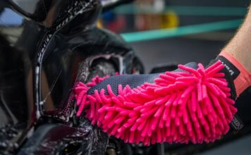 Muc-off Release Chenille Microfibre Wash Mitt For Delicate Paintwork