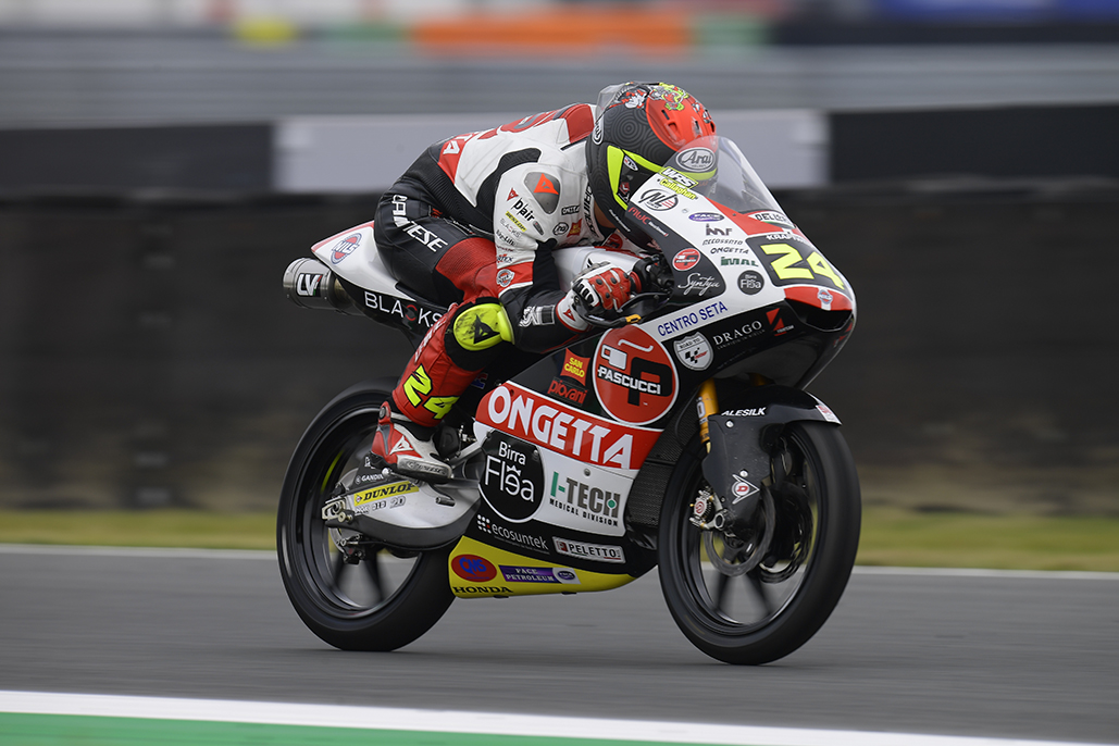Suzuki fends off Binder by less than a tenth on Friday 01