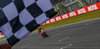 raul fernandez fights through four way battle for victory at assen 01