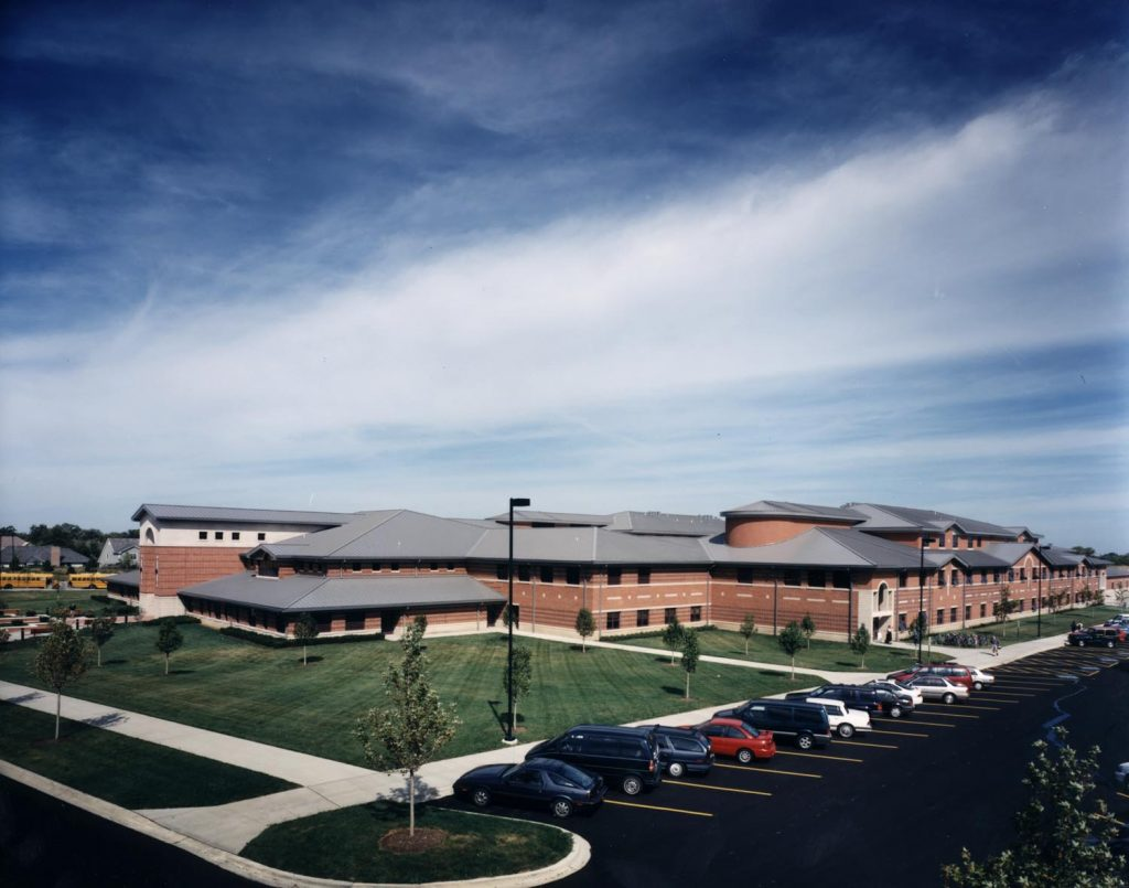 designs Illinois' largest middle school – Woodland Middle School for Woodland CCSD 50