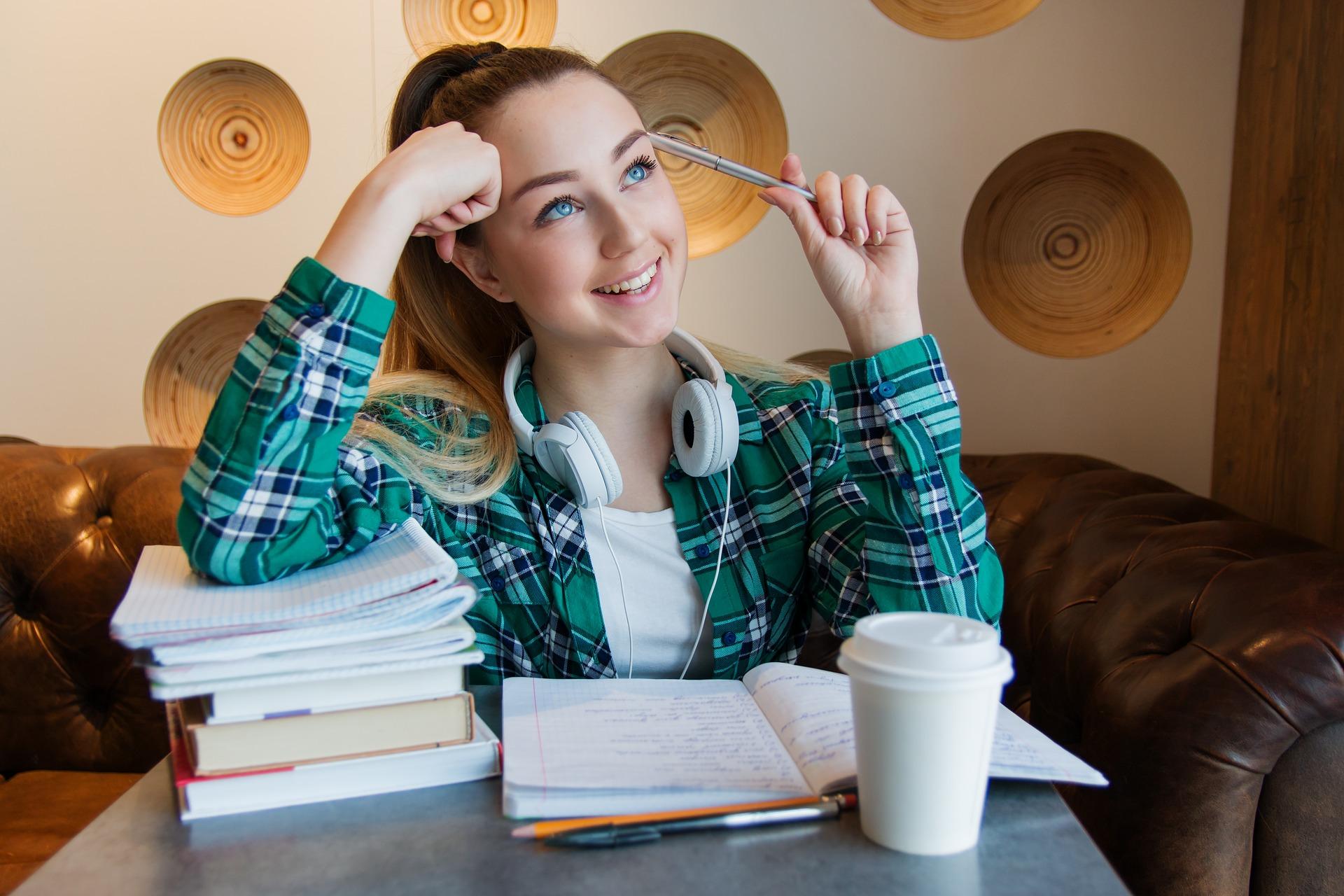 girl-young-student-sitting-table-3718521-Pixabay