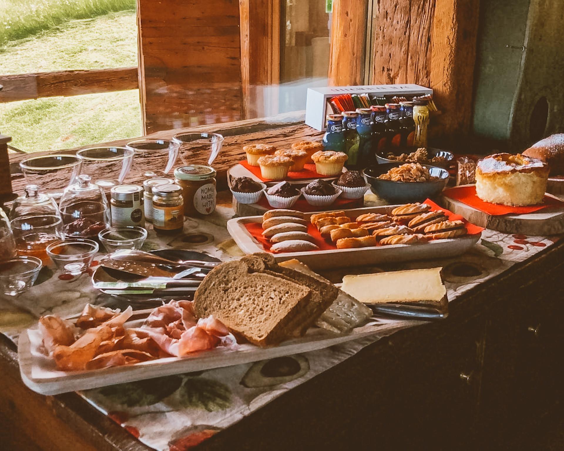 Un ricco buffet, dolce e salato. Cercheremo di deliziarvi con dolci fatti in casa