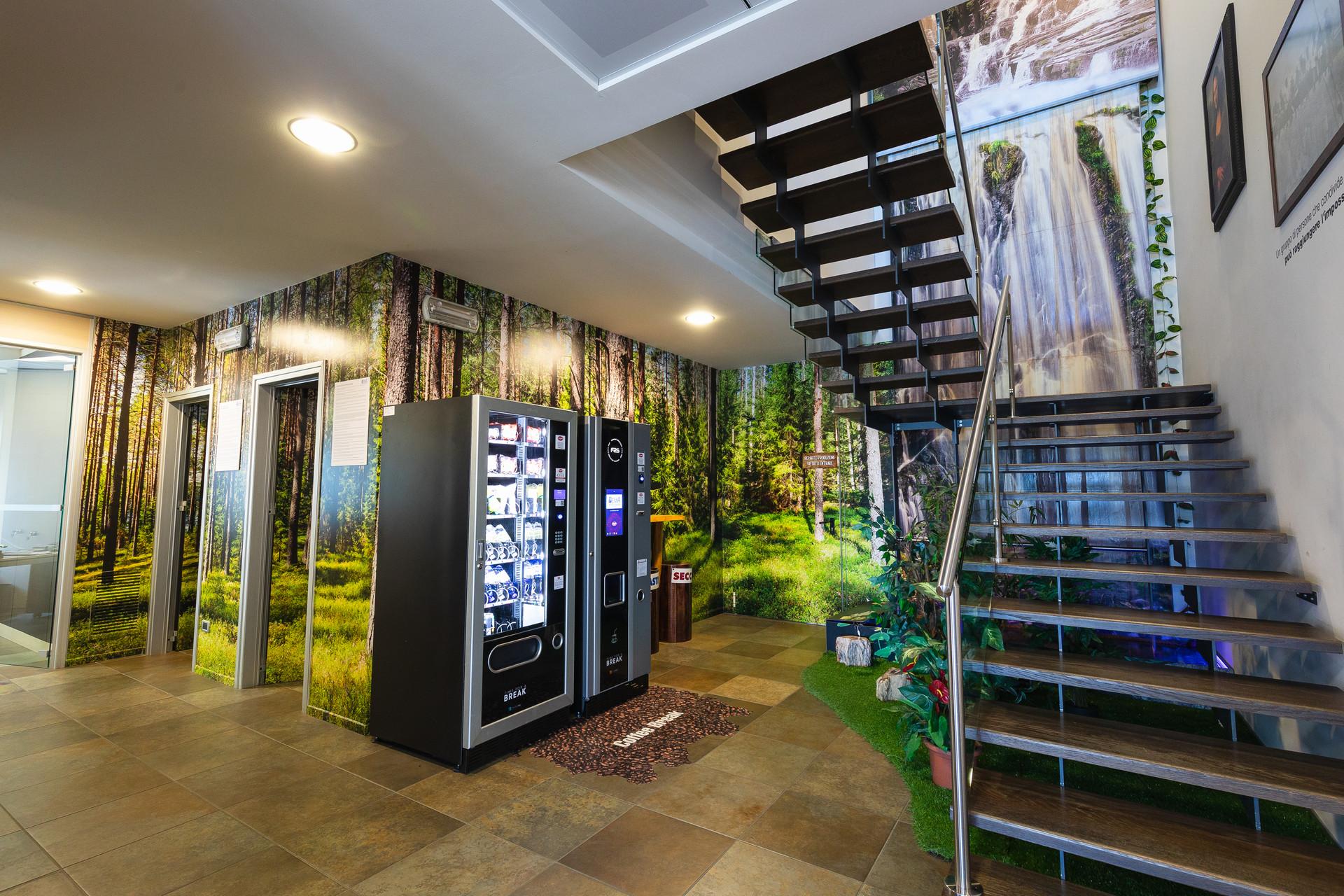 Decorazione integrale delle pareti e cascata per rendere unici i tuoi ambienti!