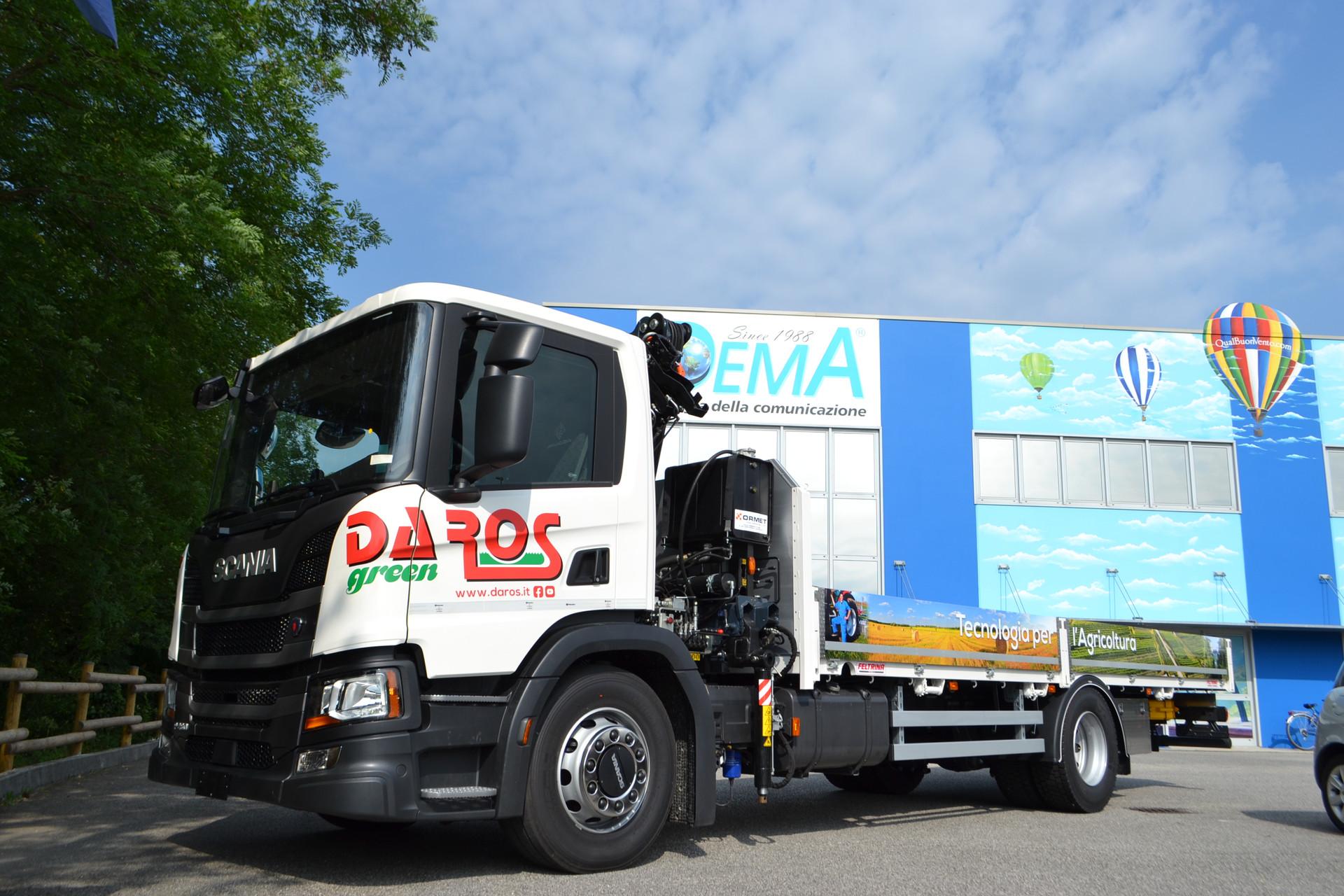 Decorazione con pvc stampa e taglio camion