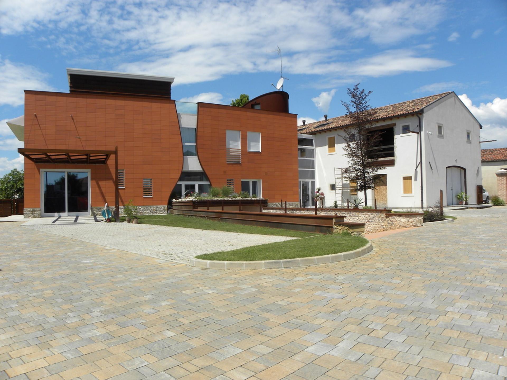 Complesso polifunzionale ad uso direzionale, commerciale e residenziale in Comune di San Fior lungo Strada Statale SS13