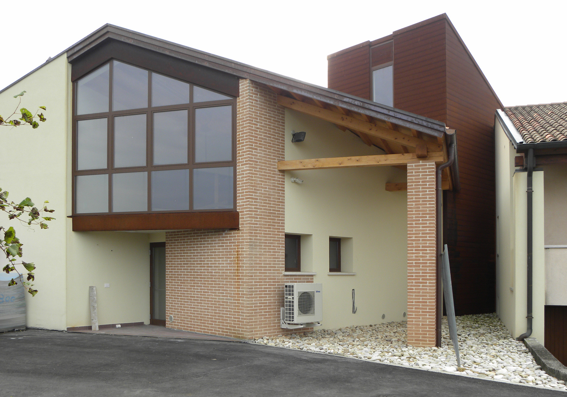 Ampliamento della cantina S.I.V.AG. a San Fior (TV) con realizzazione di un nuovo fabbricato per la vinificazione dei vini in cisterne d'acciaio, ricavo di spogliatoi e uffici al piano superiore
