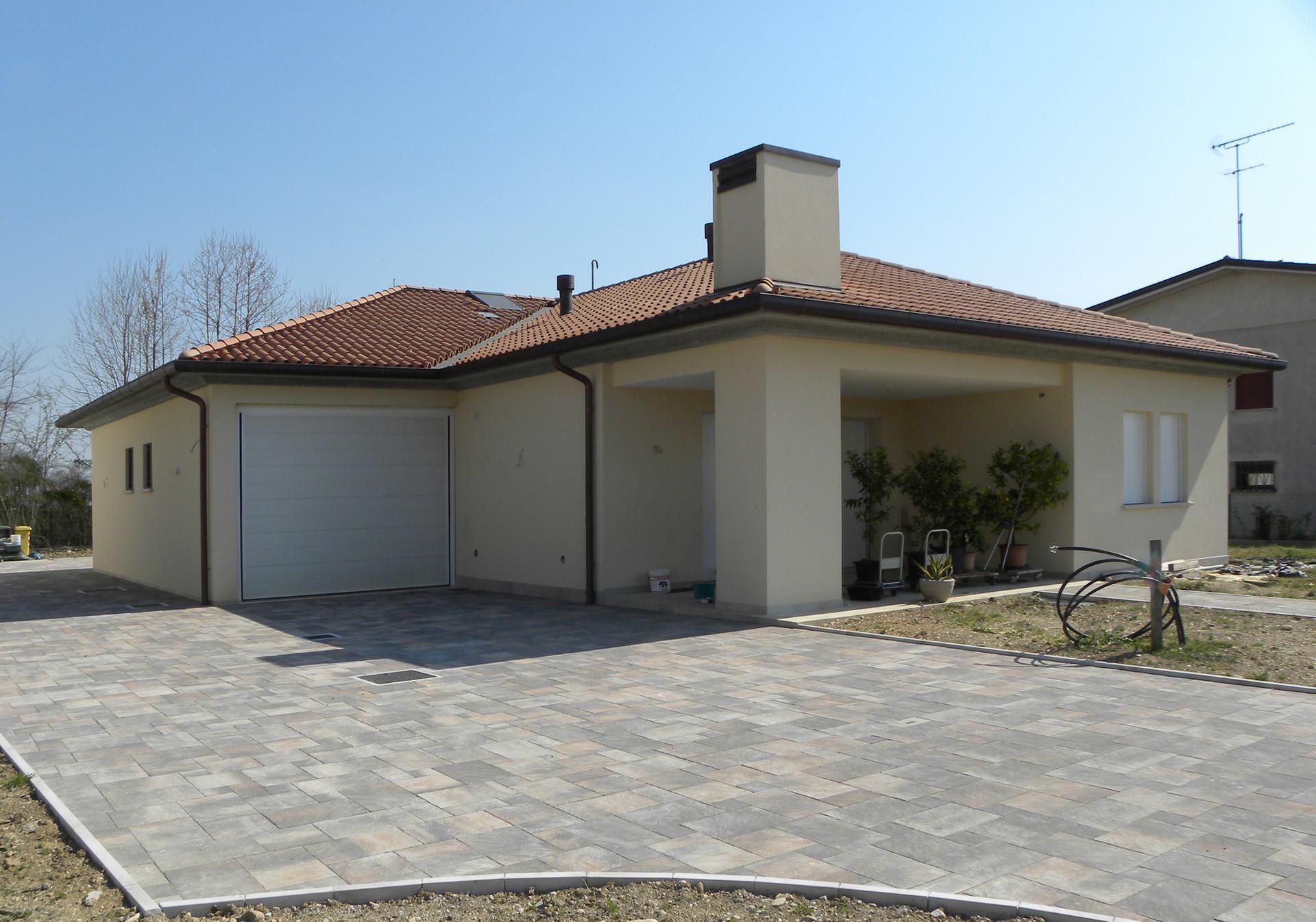 Demolizione e ricostruzione con ampliamento di fabbricato residenziale unifamiliare a San Fior (TV)
