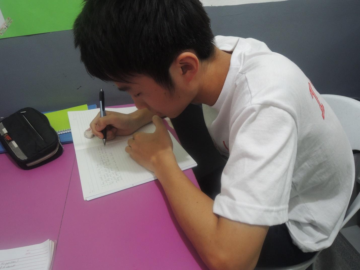 英語初級者でまず初めに集中するのは英文法(英語版で)