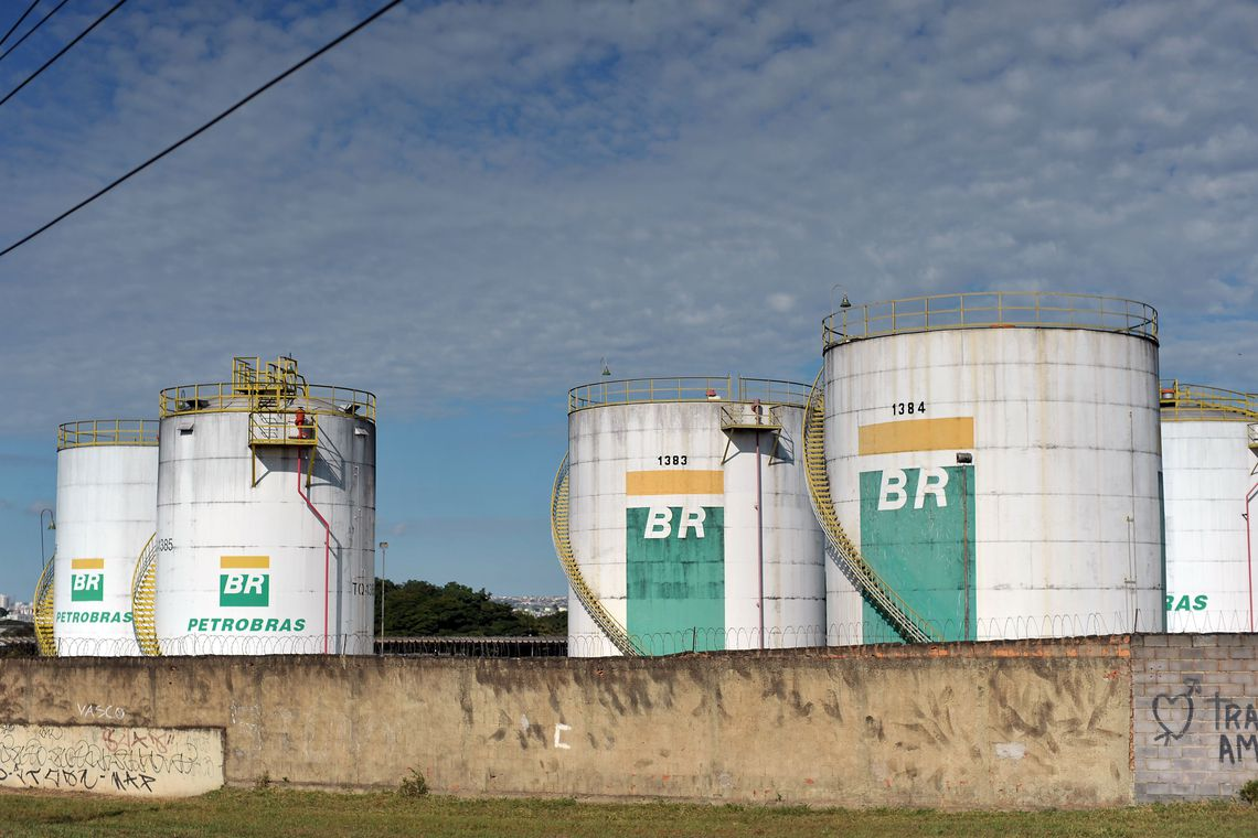 Petrobras (PETR4) é autorizada substituir nome do campo de Lula