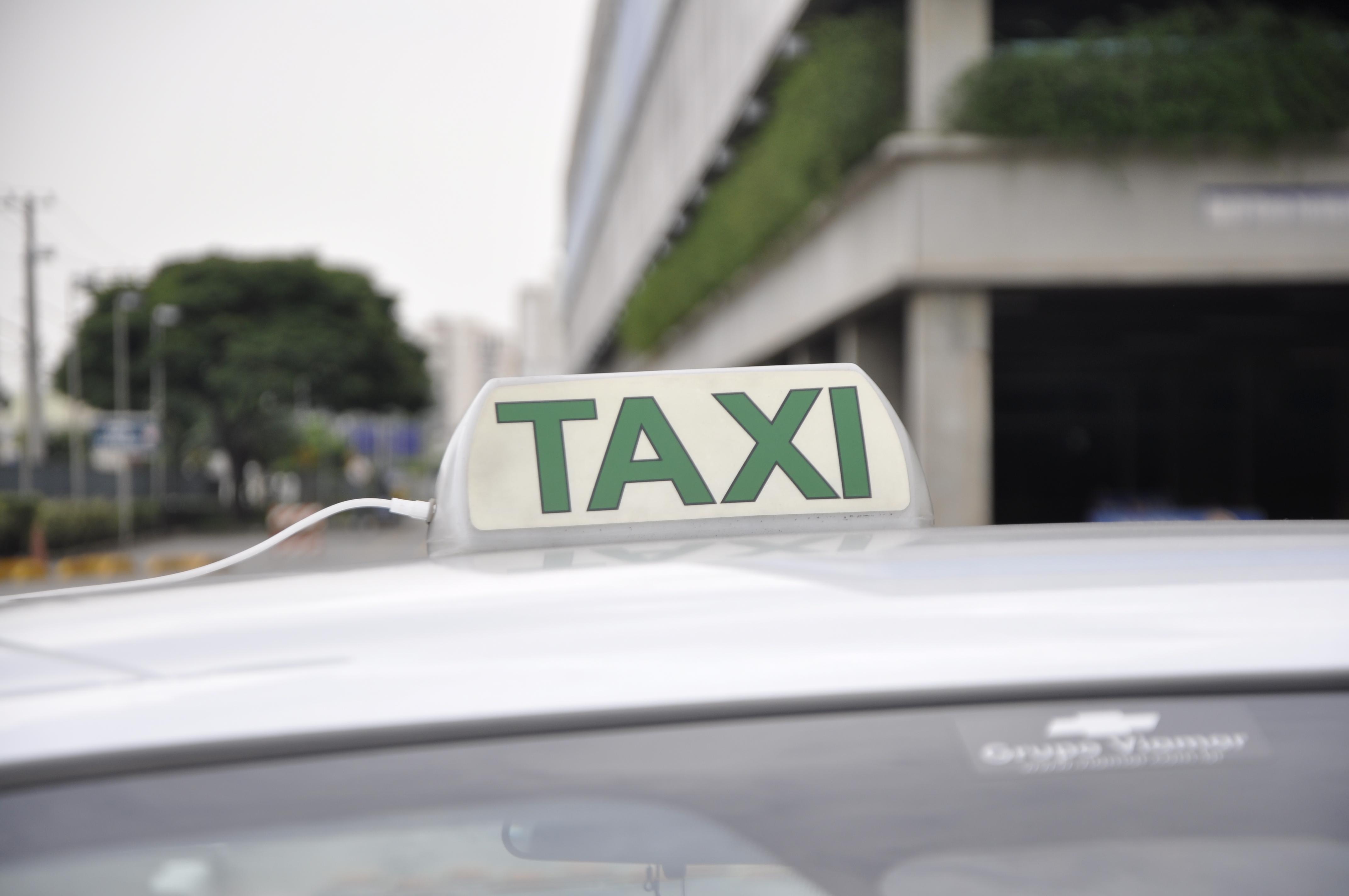 Cade arquiva processo contra aplicativos de táxi em três cidades