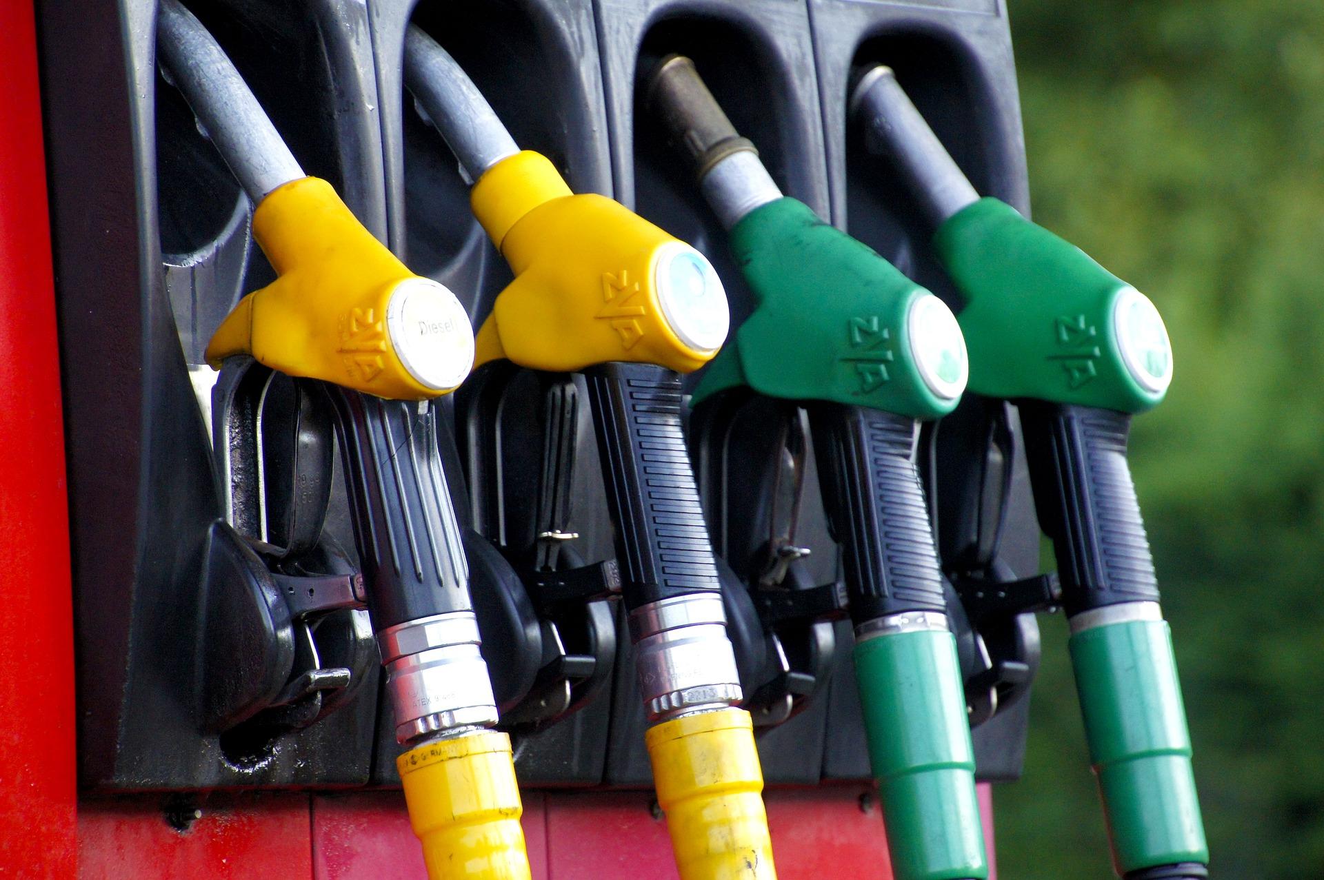 Bolsonaro propõe mudar ICMS da gasolina e diesel para reduzir preços
