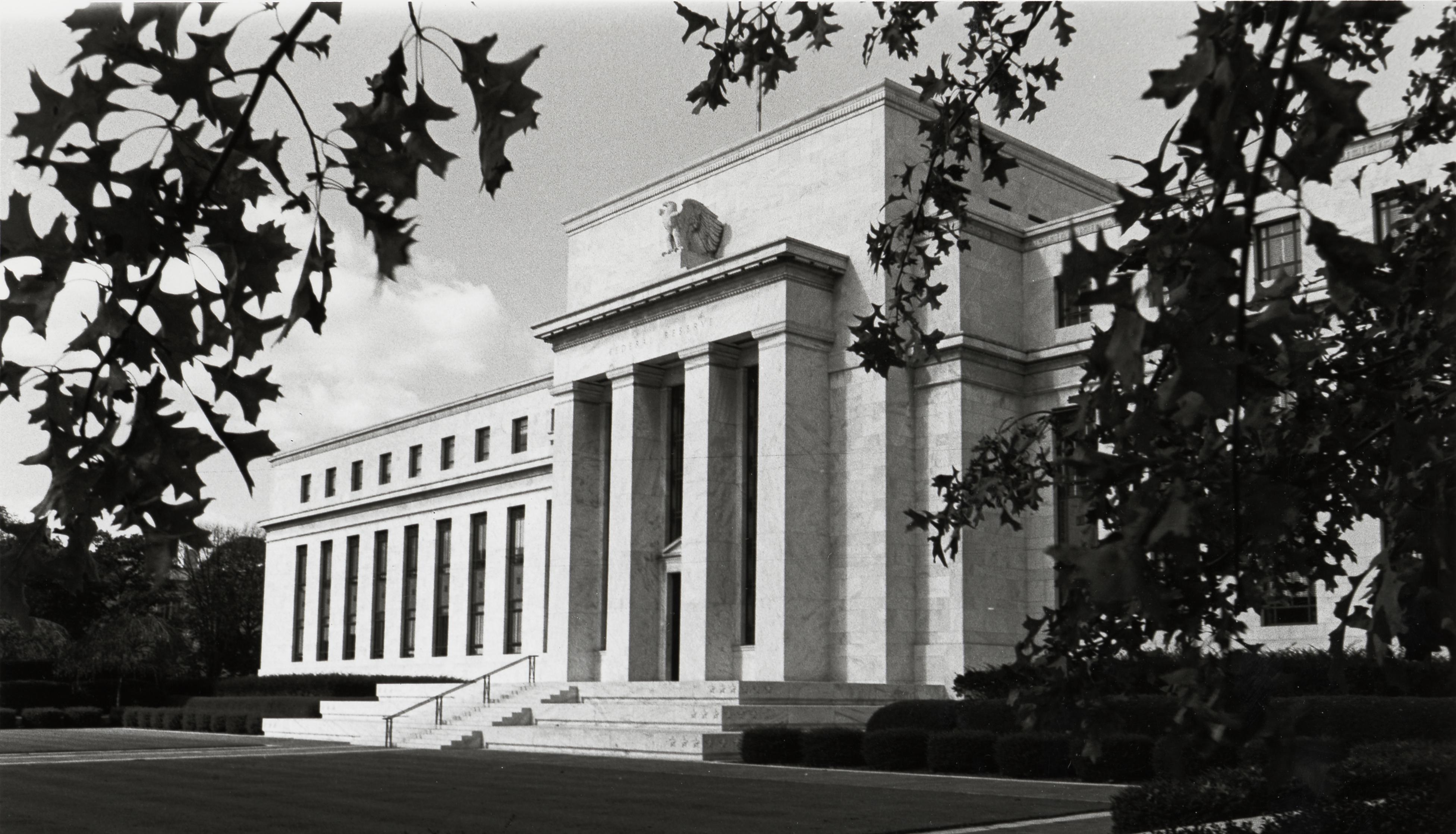 Fed deve aumentar juros e sinalizar mudança na política monetária dos EUA